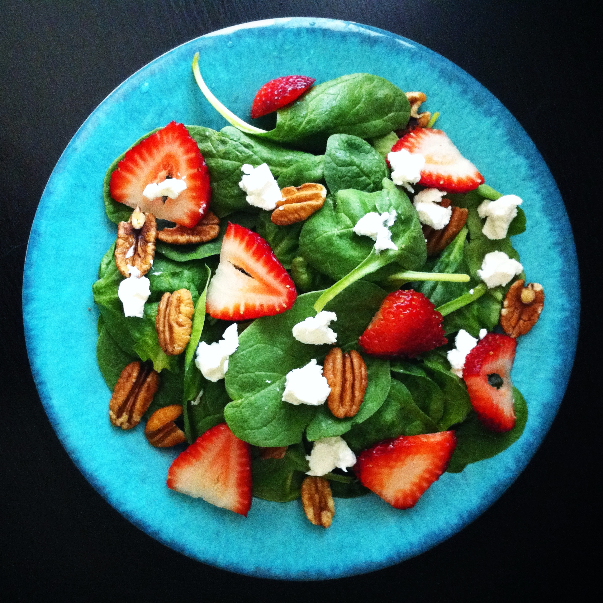 strawberry pecan salad with white wine vinaigrette