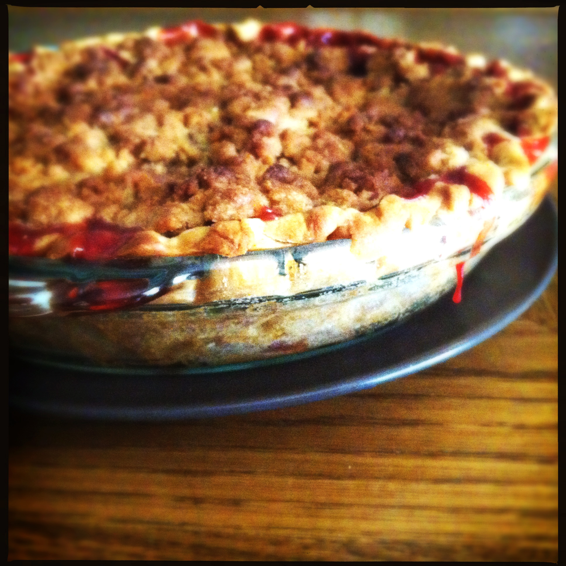 an homage to my momage (strawberry rhubarb pie)