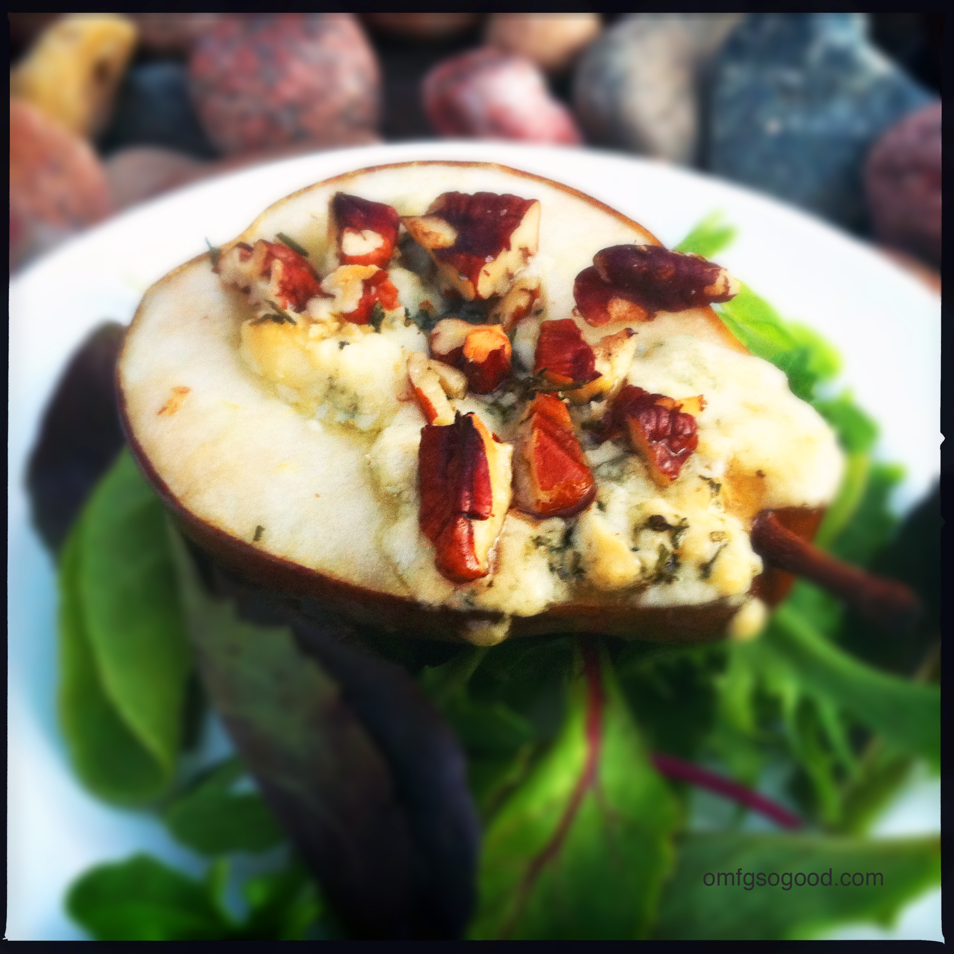 roasted pecan gorgonzola pears