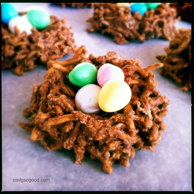 Chocolate-Lo-Mein-Easter-Egg-Nests