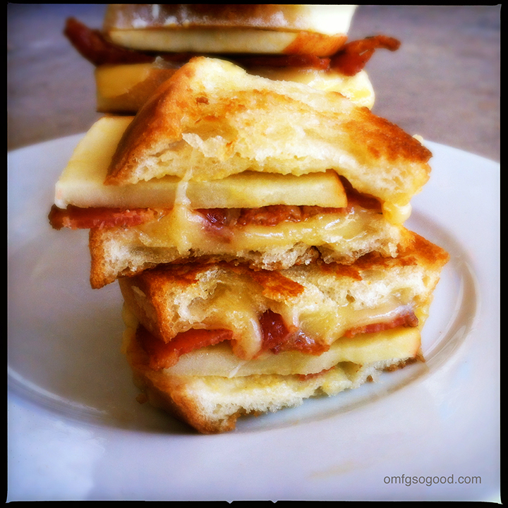 apple bacon gouda grilled cheese sliders