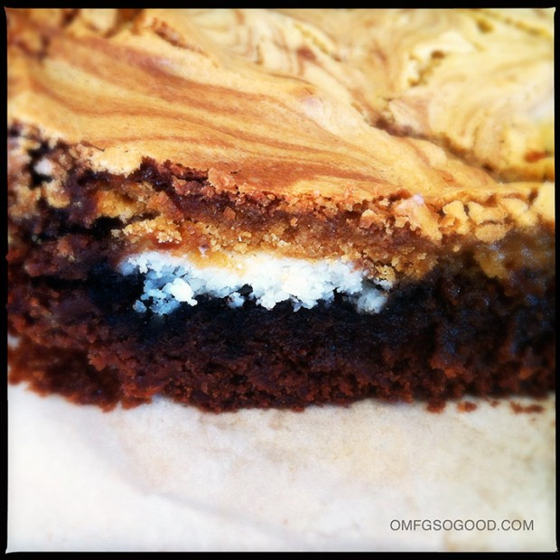 Blondie-Brownies-with-Oreos-3