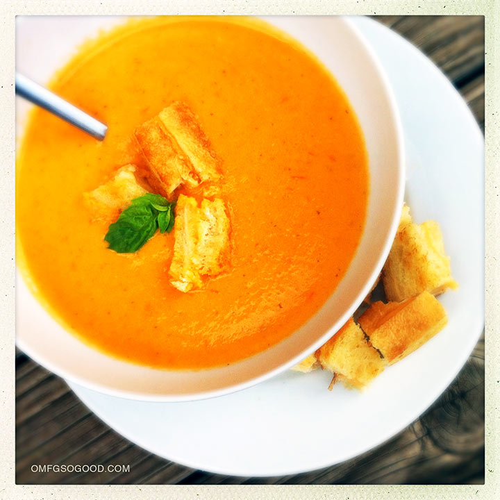 roasted tomato basil soup with grilled cheese croutons omfg. so